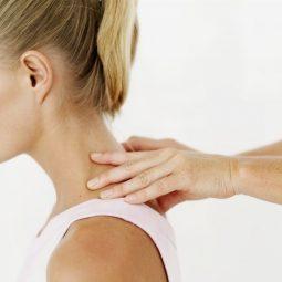 Массаж шеи и плеч при остеохондрозе